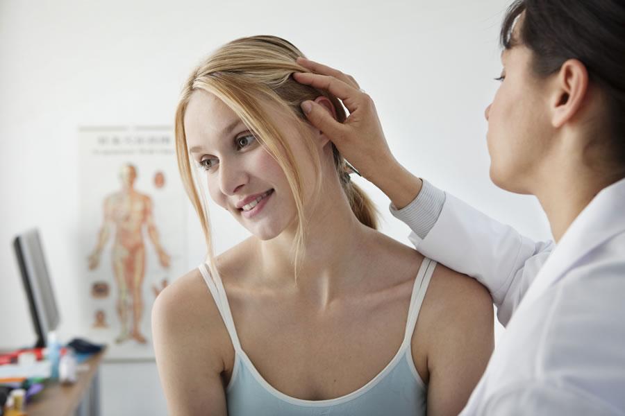 Приём врача-дерматолога - прыщи на голове