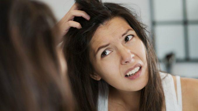 Прыщи на голове - причины и лечение